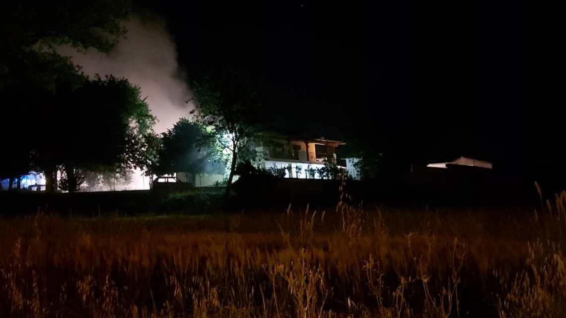Incendio fienile a Cassino, vigili del fuoco al lavoro