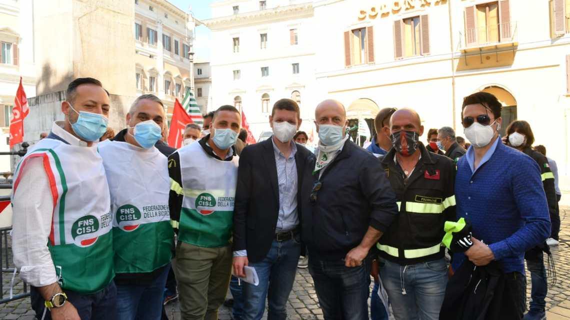 Vigili del Fuoco: Cgil-Cisl-Confsal in presidio a Montecitorio, confronto con politici