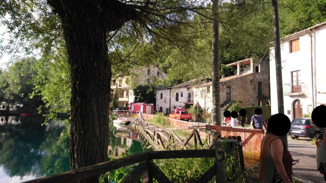 Posta Fibreno – Auto in fiamme, intervengono i vigili del fuoco