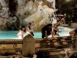Roma – Gruppo di ragazzi nella fontana dei Quattro Fiumia Piazza Navona, fermati dalla polizia locale
