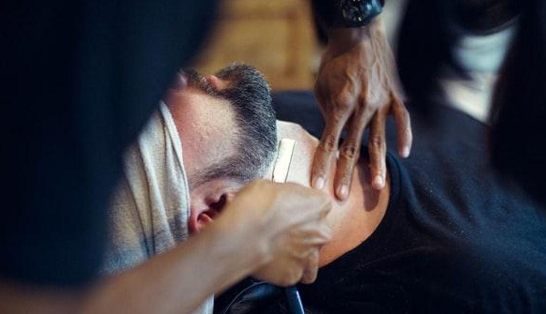 Barba uomo: consigli sulla rasatura e sull'utilità dei prodotti dopobarba