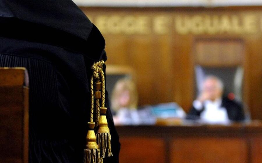 """Sentenza preconfezionata, i penalisti napoletani contro i vertici Anm: """"Basta giravolte"""""""