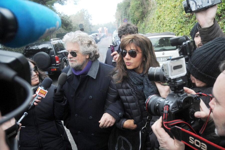 """Grillo e la moglie nel panico, sono stati intercettati? """"Hanno commesso un suicidio mediatico"""""""