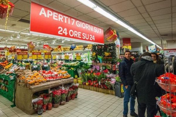 """Un """"panzerotto"""" gratis per chi compra a Ferragosto, l'ira dei sindacati"""