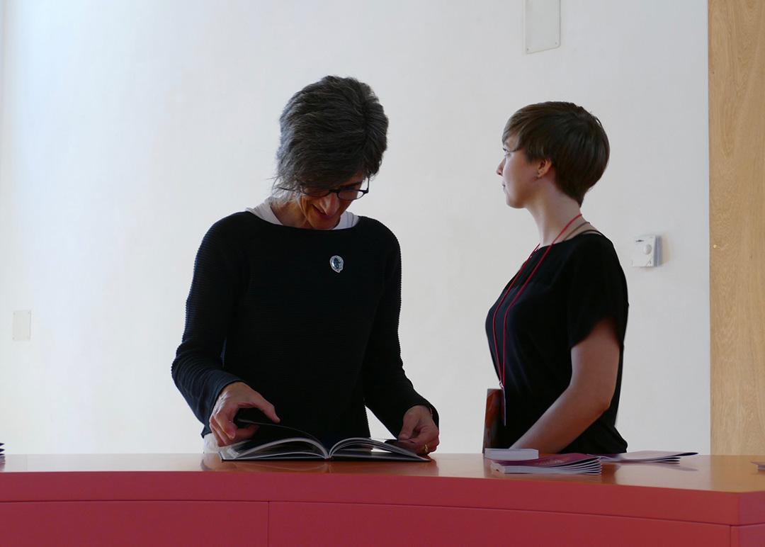 Gli studenti del progetto di ASL dell' ERT FVG con Silvia Colle, ciceroni per #ilsuonoinmostra - foto di Lara Carrer