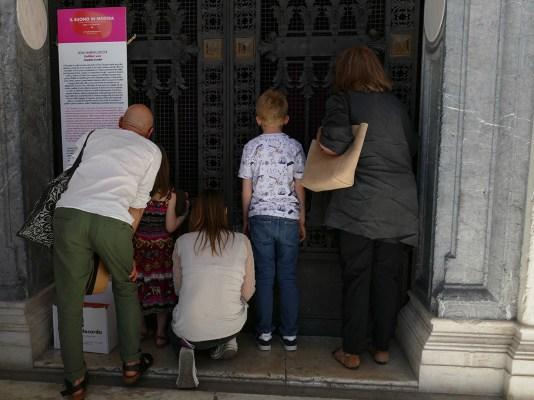 Della Marina e Zucchi - Untitled War - Sound and light installation - Il Suono in Mostra 2019 - Tempietto ai Caduti, Piazza Libertà, Udine, Italy - Photo Lara Carrer