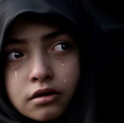 Bambina cristiana affidata a musulmani, vuole tornare a casa