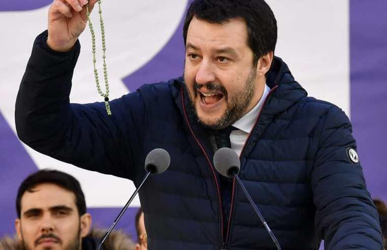 C'è un Vescovo che difende Salvini, si può essere cristiani e chiudere i porti?