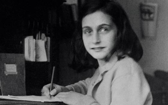 Vite parallele: cinque donne raccontano la loro Shoah, sulle parole di Anna Frank