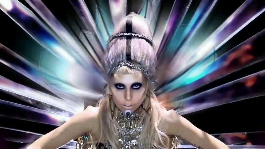 Il circostanzialismo in Born This Way: la nostra unicità diventa una salvezza umana