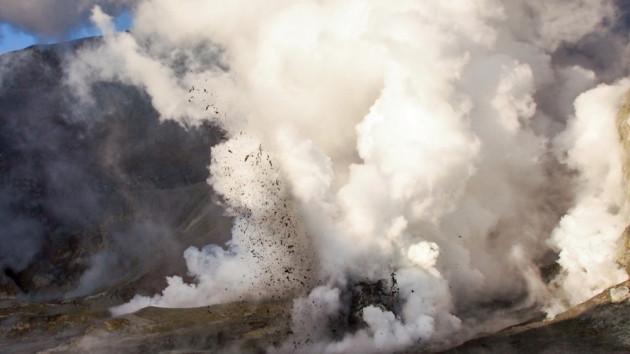 Nuova Zelanda: perchè il vulcano Whakaari è esploso senza nessun preavviso?