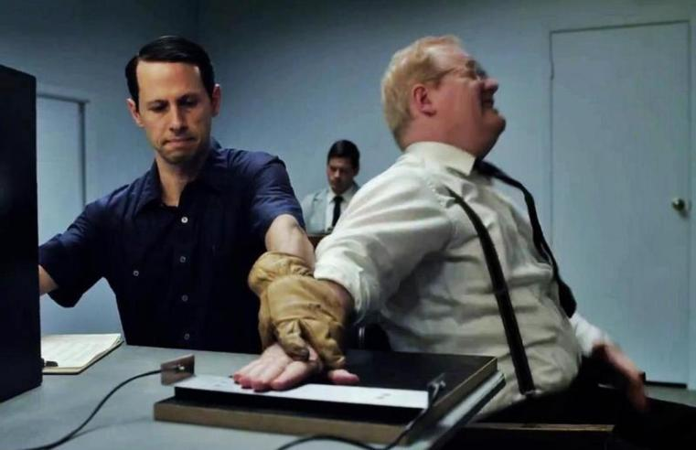 """""""Experimenter"""": il film sugli esperimenti di Milgram mostra il legame tra azione ed obbedienza"""