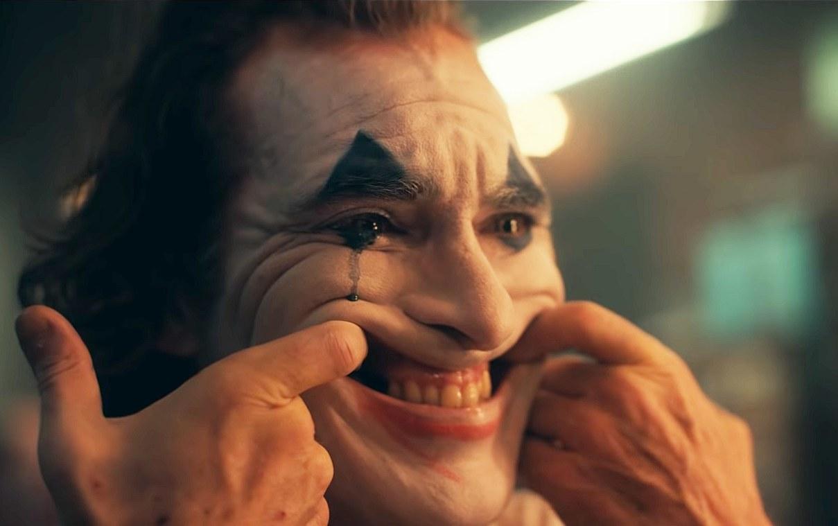Joker, Palazzeschi e la disperata risata davanti ad un mondo che brucia