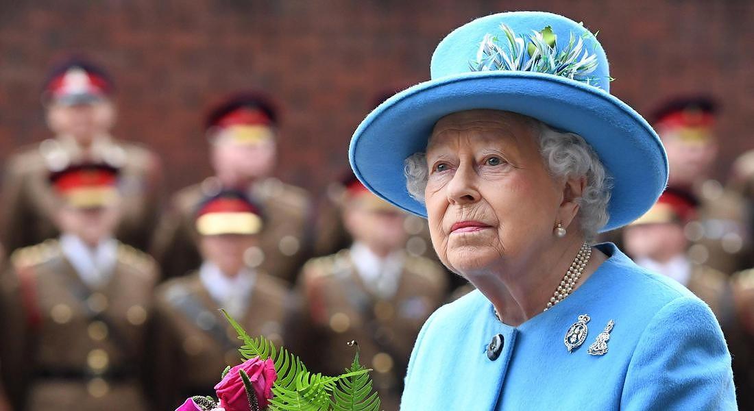 Le mutande di zio Ernesto: il doppiaggio della Regina Elisabetta spiegato da Umberto Eco