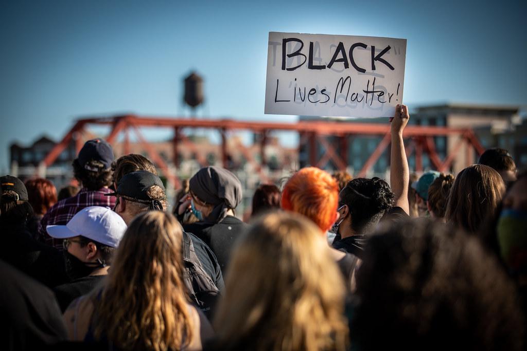 Denunce sociali, un'arma contro le ingiustizie, dal realismo al caso George Floyd