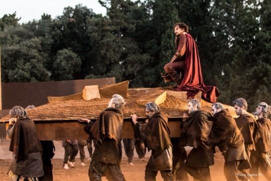 """""""Agamennone"""" di Eschilo, in scena al teatro greco di Siracusa, durante la stagione del 2014."""