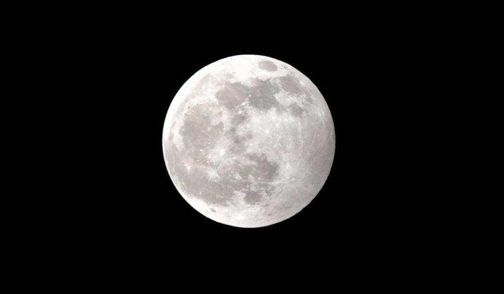 La Luna, da sempre spunto di rinascita per l'Uomo: da Gianni Togni a Ciaula e Rosso Malpelo