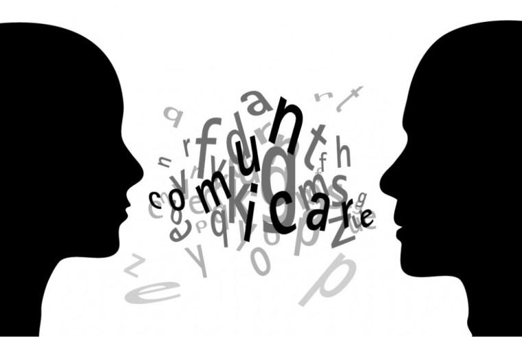Qual è l'origine del linguaggio umano? Ecco 4 teorie dalla torre di Babele a Chomsky