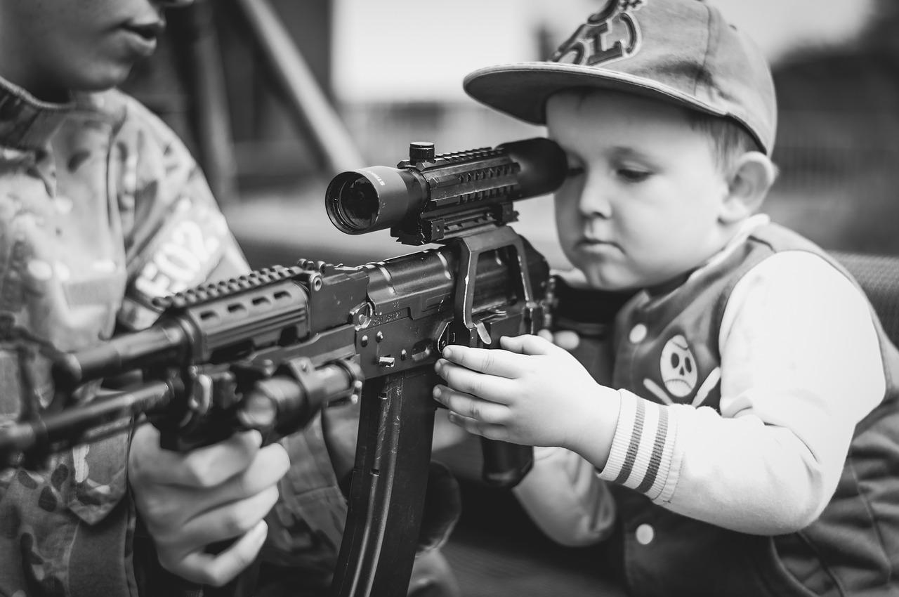 Le atrocità della guerra secondo gli occhi di un bambino: le narrano Calvino e Benigni