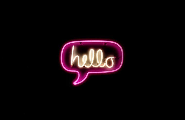 Namasté, hello, buenos días: i saluti ci spiegano le origini di una cultura