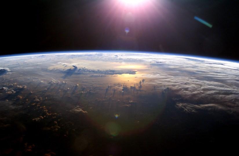 L'osservazione dall'alto della Terra ispira poeti e musicisti: sopraelevarsi per cantare