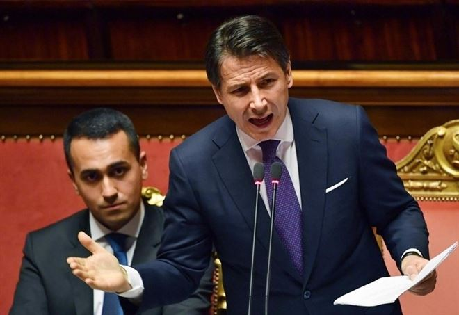 Luigi Di Maio e Giuseppe Conte ieri in Senato (LaPresse)