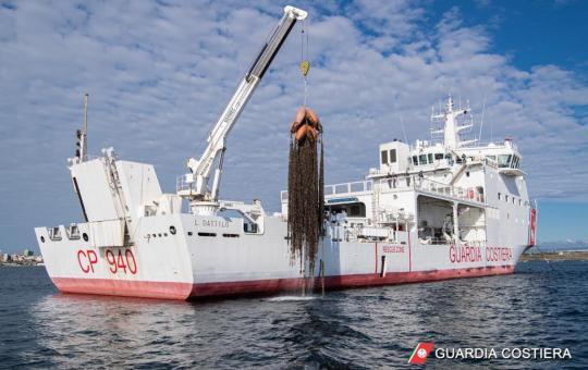 Scoperti a Taranto allevamenti abusivi di mitili. Sequestrate 22 tonnellate di prodotto ittico