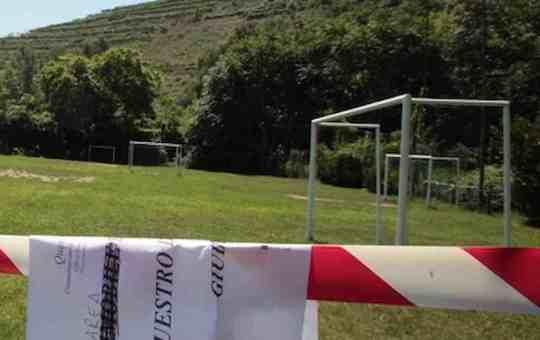 Tragedia a L'Aquila: bimba di 5 anni muore colpita alla testa da una porta da calcio
