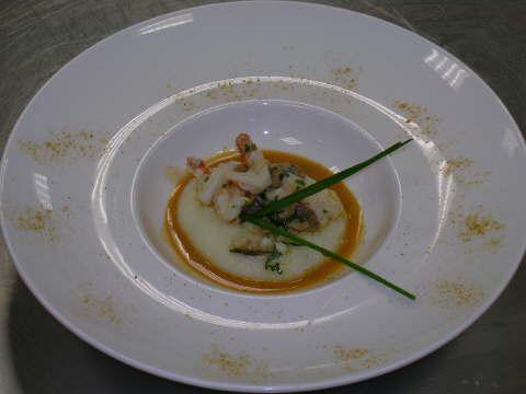 Guazzetto di scorfano, gamberi e vongole veraci con polentina bianca al rosmarino