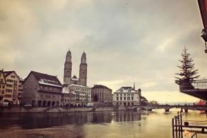 Lichterschwimmen natale a Zurigo