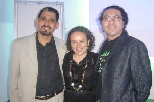 Antonio González Molina (izquierda) junto a Rebeca Elizondo y Ricardo Noriega, previo a la conferencia Sustentabilidad e Iluminación, en noviembre de 2008.