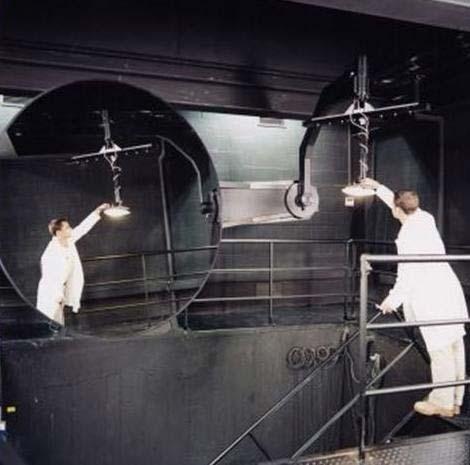 Fotogoniómetro del tipo espejo móvil con sistema computarizado para la obtención de curvas de distribución de la intensidad luminosa, eficiencia y coeficientes de utilización de luminarios para uso interior, exterior y de alumbrado público. Foto: Lighting  Master ©