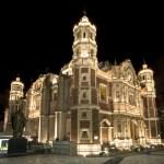 La iluminación rescata el esplendor de la Antigua Basílica de Guadalupe