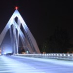 Iluminación rasante para el puente Matute Remus