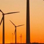 Luminaria que combina energía solar y eólica