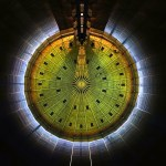 Un gasómetro, una catedral de luz