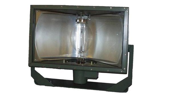 Luminario HID de servicio pesado para ambientes demandantes  Foto: Lighting Master ©