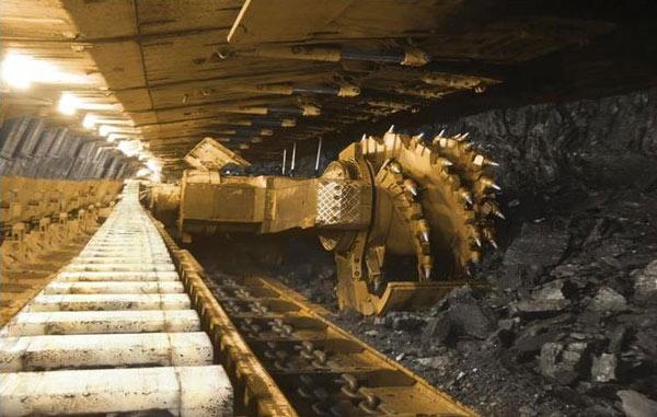 Los luminarios HID de servicio pesado para ambientes demandantes se utilizan para la iluminación general de  minas para la extracción de carbón o explotación de yacimientos minerales. Foto: Lighting Master ©
