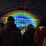 La ciencia viste de arcoiris a la estación de tren de Amsterdam