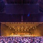 Teatro Mehr, luz que divide espacios