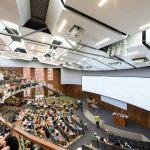 Straub Hall: auditorio con luz natural