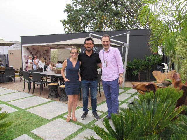 Juliana Grillo y Eduardo Faleiro, organizadores de Casa Cor Minas Gerais; y Fernando Mazzetti
