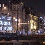 Los canales de Amsterdam se llenan de luz