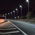 ¿Cómo debe ser la iluminación en carreteras?