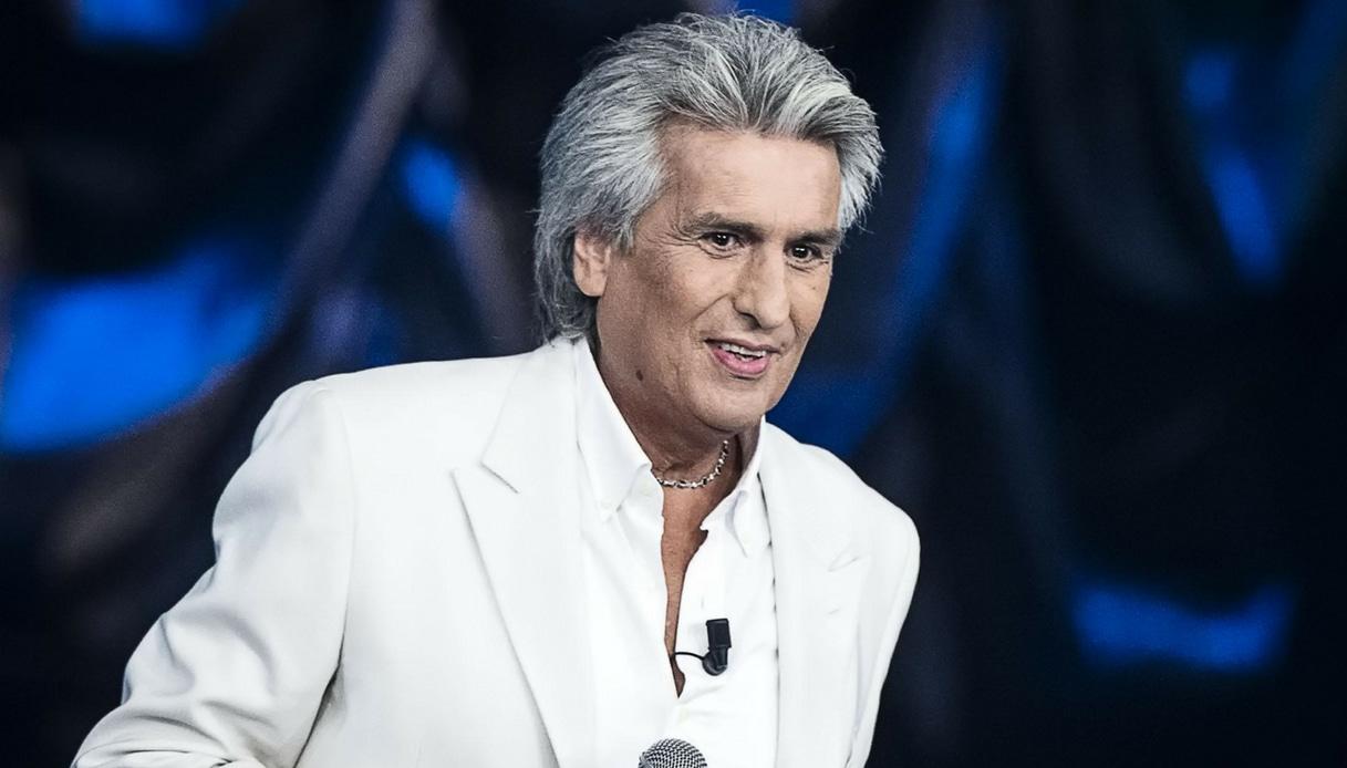 Toto Cutugno, paura al concerto a Kiev: un uomo sale sul palco