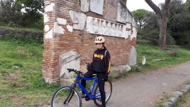 in bicicletta sull'appia antica