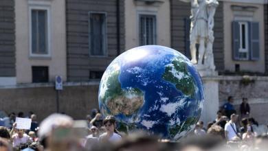 gente che manifesta per il clima