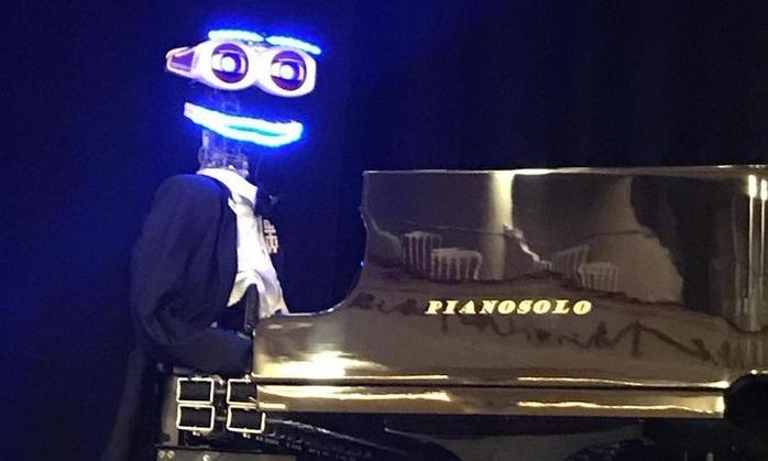 Robot pianista