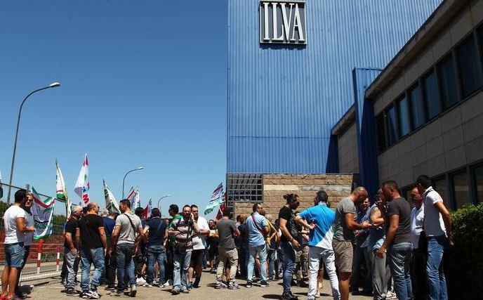 Giuseppe Conte all'ex Ilva, durissima contestazione degli operai:
