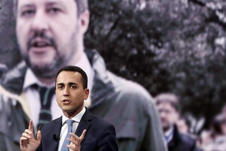 L. Di Maio e A. Di Battista : Dichiarazioni alla stampa davanti all'Europarlamento di Strasburgo (video)